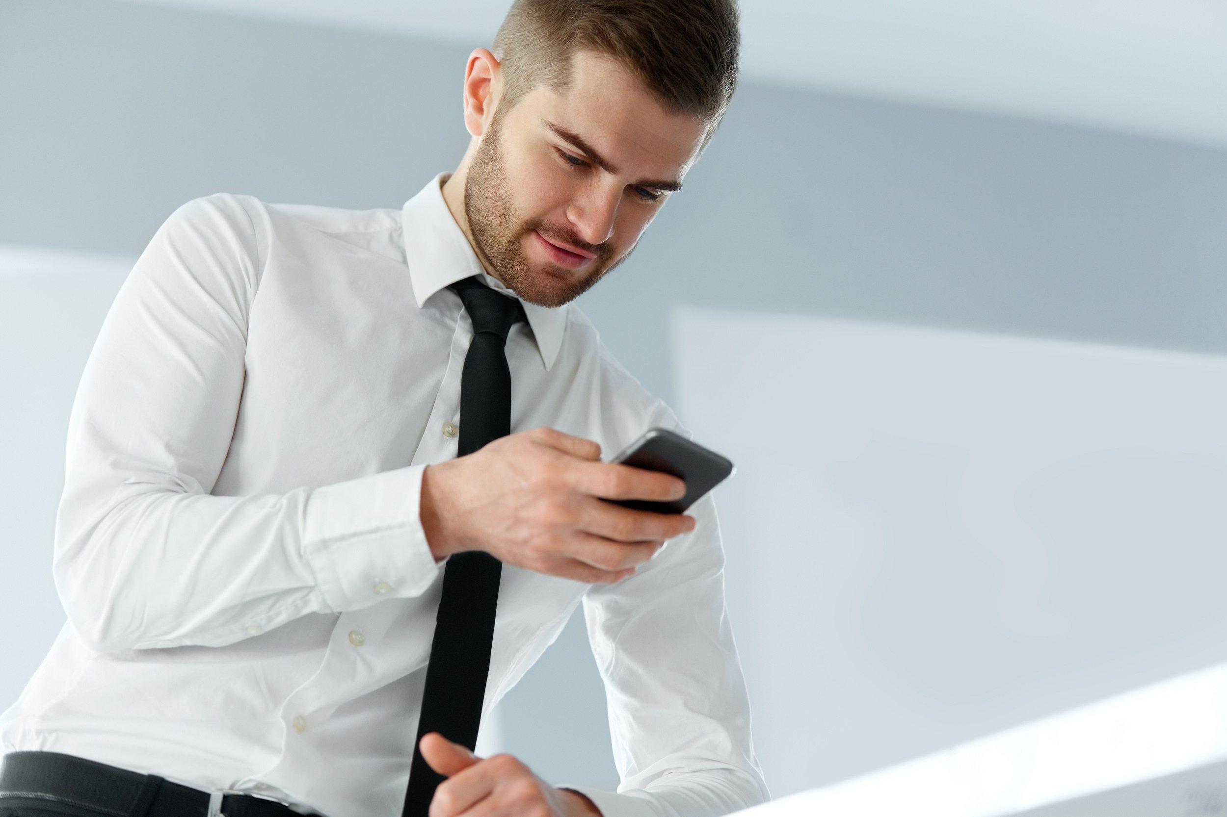 человек с телефоном